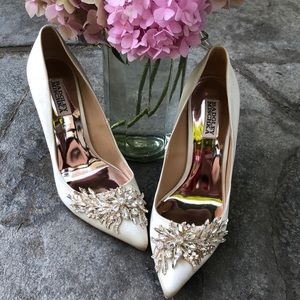 Badgley Mischka Ivory Jewel Embellished Heels Sz 9